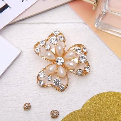 """Брошь """"Цветок"""", трилистник с жемчужиной, цвет белый в золоте"""