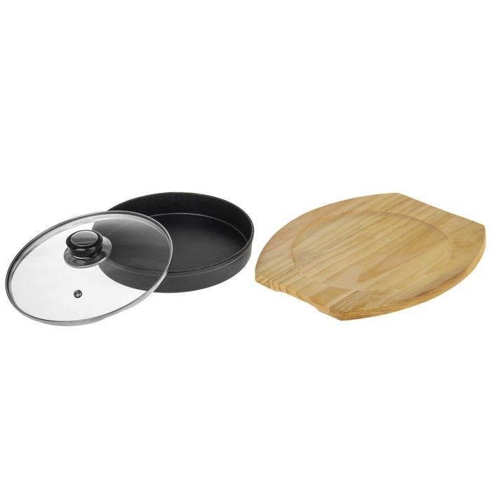 Сковорода на деревянной подставке с крышкой