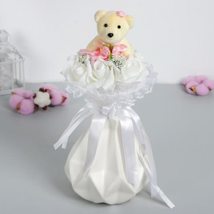 """Букет с мишкой """"От всего сердца"""", 7 цветков, цвет белый"""