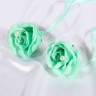 A set of turquoise roses to decorate the wedding car