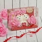 """Мишки с цветами в коробке """"С любовью"""" 5 розовых роз"""