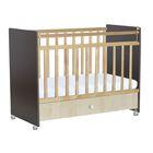 Детская кроватка «Фея 700» на колёсах, с ящиком, цвет венге/клён
