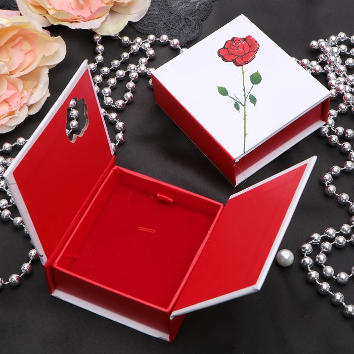 """Коробочка подарочная под кулон/серьги/кольцо """"Роза с шипами"""", 7,5*7,5*3, цвет бело-красный"""