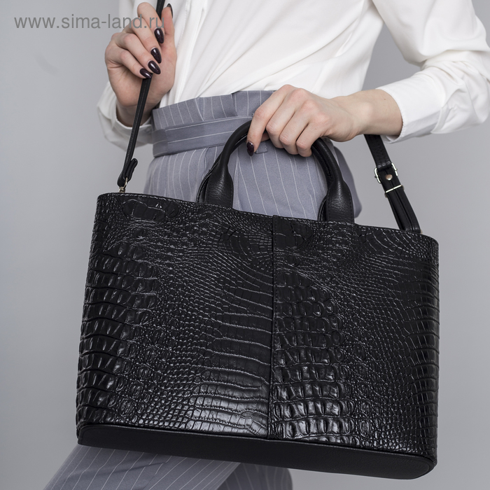 Сумка женская, 3 отдела на молнии, наружный карман, длинный ремень, чёрная