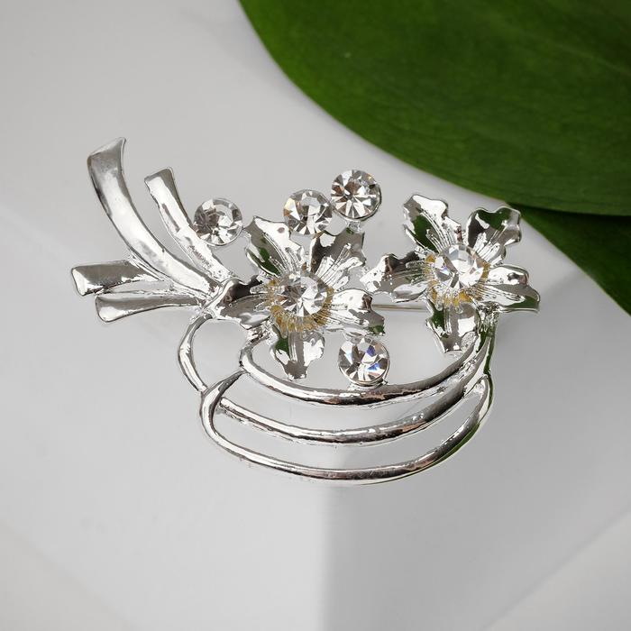 """Brooch """"Flowers entourage"""", color white silver"""