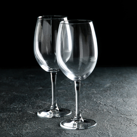 A set of wine glasses for wine 630 ml
