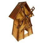 Декоративная мельница с коричневой крышей