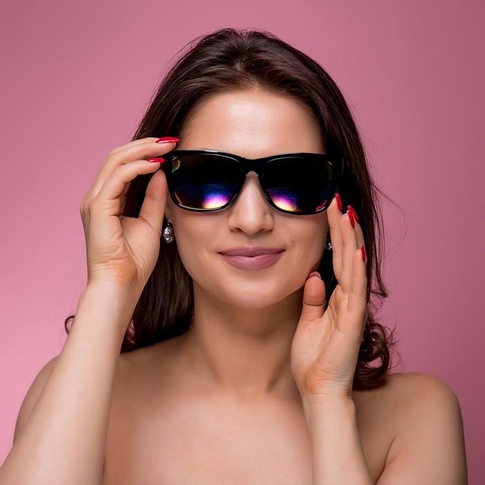 Очки солнцезащитные Wayfarer, оправа чёрная, дужки — вставка полоса хром, линзы микс