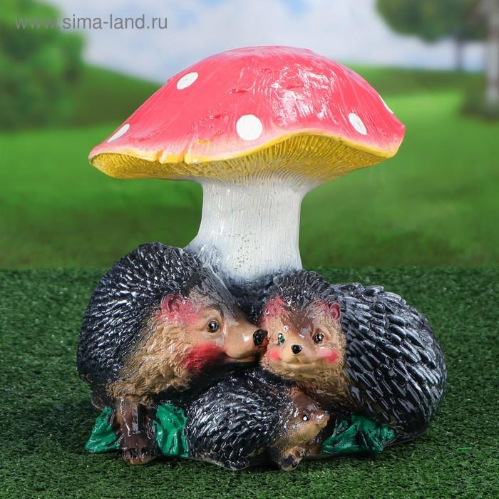 """Садовая фигура """"Семья ёжиков под грибом"""""""
