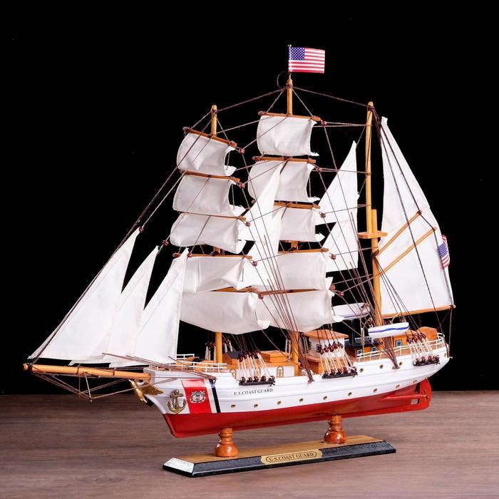 Корабль сувенирный «Проводник», 3 мачты, белый борт, чёрная подставка, белые паруса