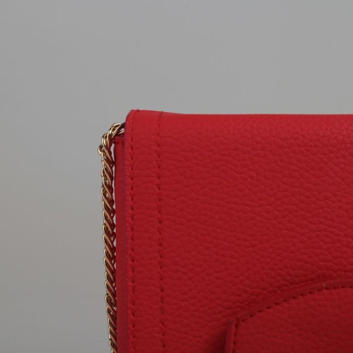 Сумка женская, 3 отдела на клапане, длинная цепь, цвет красный
