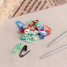 A set of pins, 3 × 1 × 0.3 cm, 20 PCs, MIX color