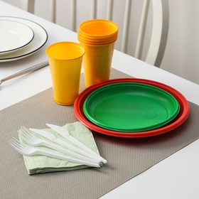 """A set of """"Traffic light"""", dishes of yellow, red and green: 3 plates of d=22 cm, coloured, 3 plates d=17 cm"""