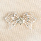 Декоративная застёжка «Бант», 5,5см, цвет серебряный/белый