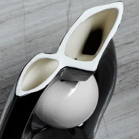 """Ваза настольная """"Принцип"""" глазурь, чёрная, белый шар, 24 см - фото 1703608"""