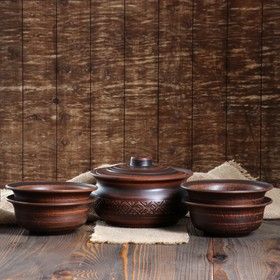 A set of dumplings and bowls, red clay, carved, 5 objects 1.5 l / 0.5 l