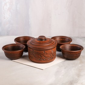 A set of pots and bowls, carved red clay, 5 objects, 1.7 l / 0.4 l