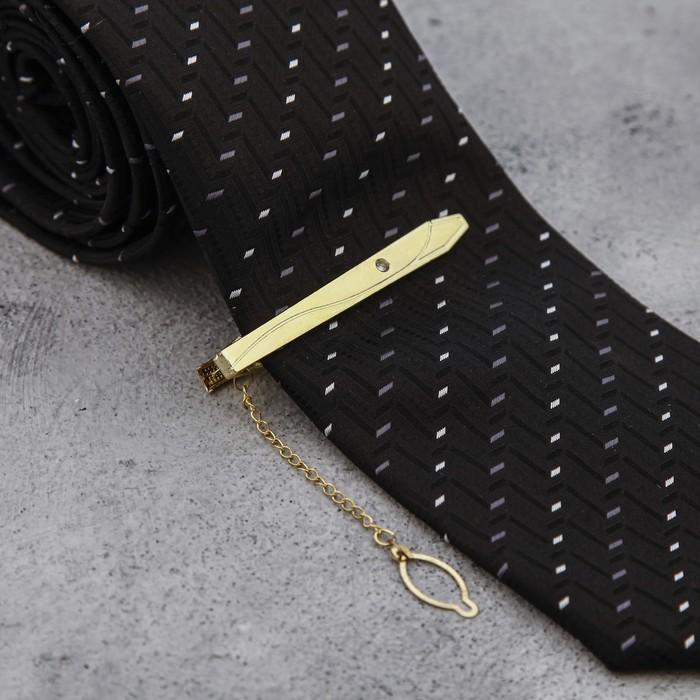 """Зажим для галстука """"Классика"""", закруглённый треугольник с эмалью, цвет чёрно-золотой"""