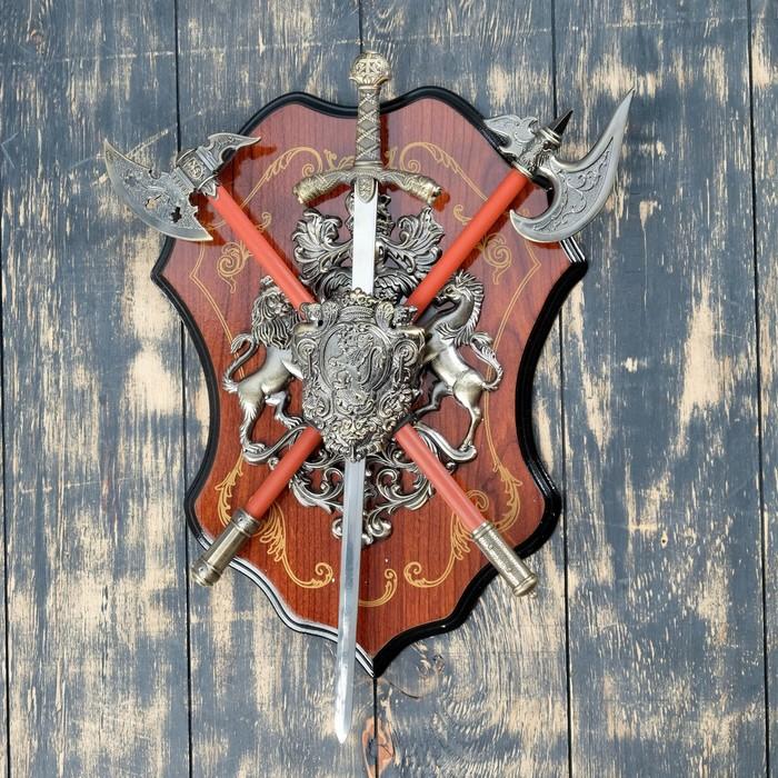 Сувенирное оружие «Геральдика на планшете» с изображением льва, меч и два топора