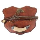 Сувенирное оружие на планшете «Мушкет», расписной рожок