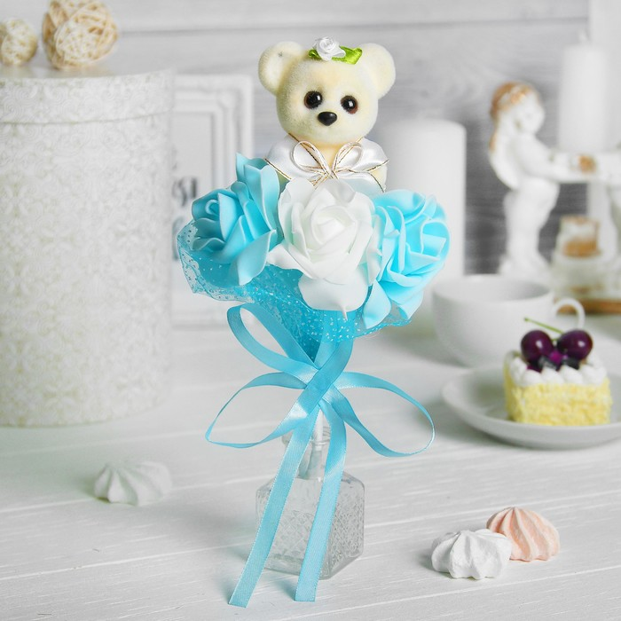 """Букет с мишкой """"Только для тебя"""", 3 цветка, цвет голубой + белый"""