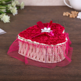 """Box """"a Million red roses"""" in the shape of a heart, MIX"""