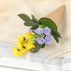 цветочная композиция в конусе фиалки, гвоздика 24*8 см