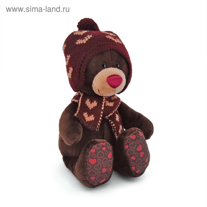Мягкая игрушка «Choco сидячий в вязанной шапке с сердечками»