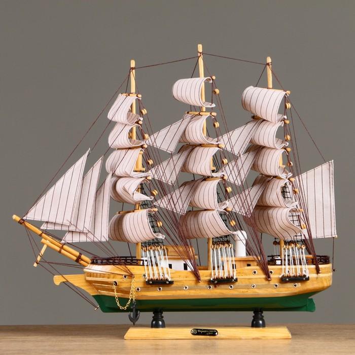 Корабль сувенирный средний «Виксен», борта светлое дерево, паруса микс, 42х49х10 см