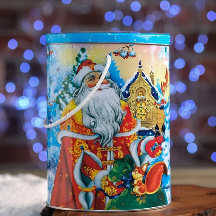 "Подарочная коробка ""В гостях у Деда Мороза"", овал, 16 х 11 х 22,1 см"