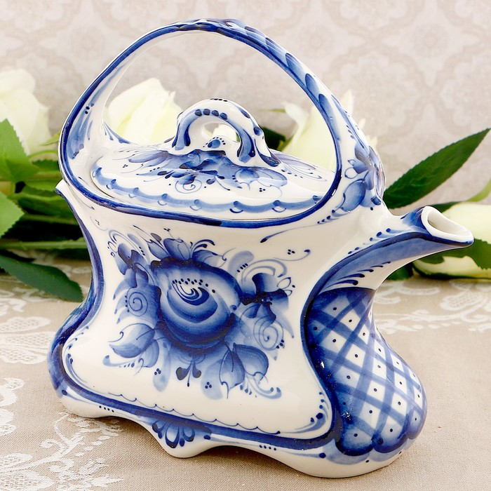 Чайник «Тюльпан», гжель, авт. Исаев