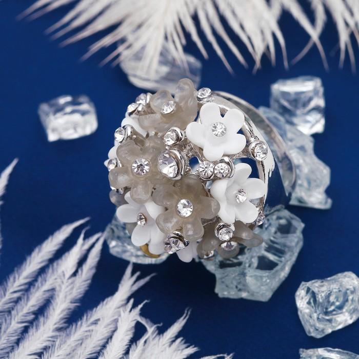 """Кольцо """"Букет"""" весны, цвет бело-серый в серебре, размер 17, 18, 19 МИКС"""