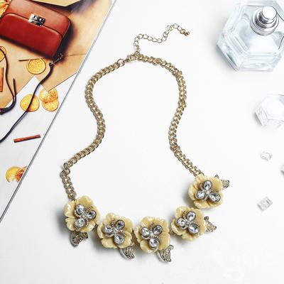 "Necklace ""Floral luxury"" small, beige"