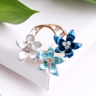 """Брошь """"Цветы"""" трио, цвет бело-сине-голубой в золоте"""