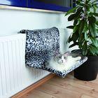 Гамак Trixie для кошки 58х30х38см, на радиатор, снежный барс.