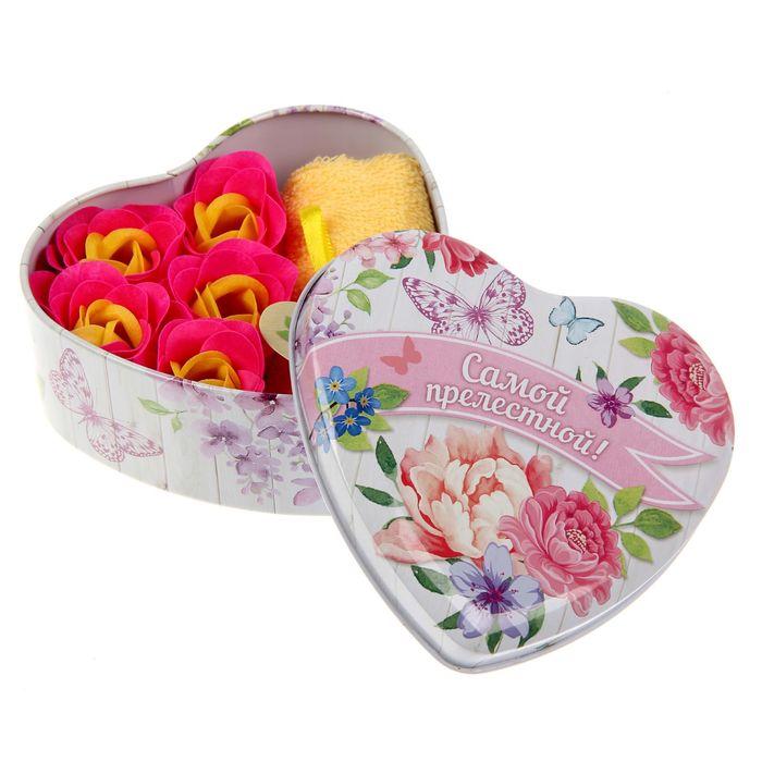 """Набор мыльных лепестков в шкатулке-сердце """"Самой прелестной!"""", 5 бутонов и полотенце (20х20)"""