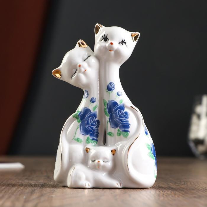 """Сувенир под фарфор """"Две кошки с котёнком"""""""