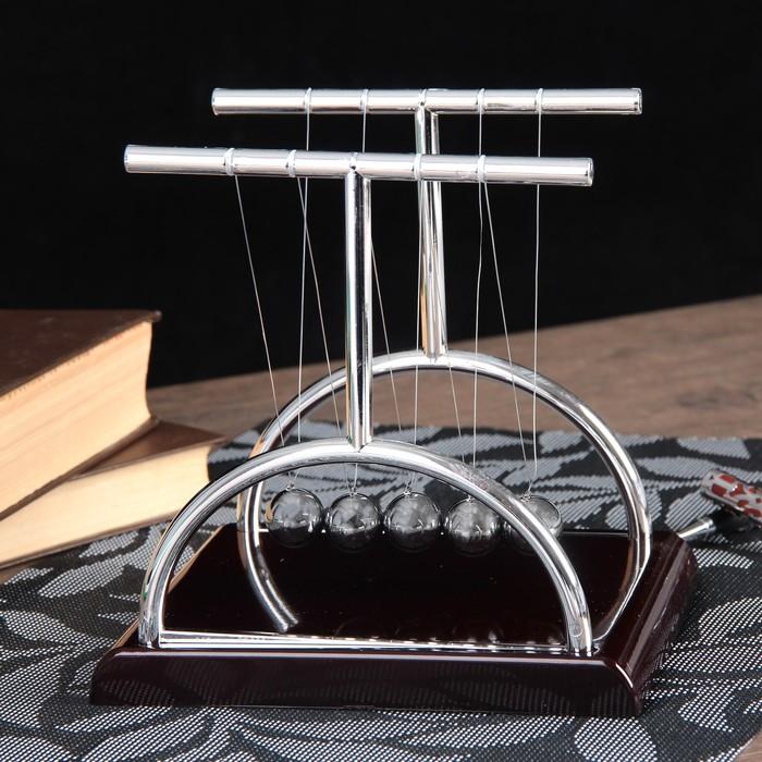 Маятник Ньютона на квадратной подставке, бордовый, большой