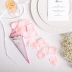 Лепестки роз с кульком, нежно-розовые