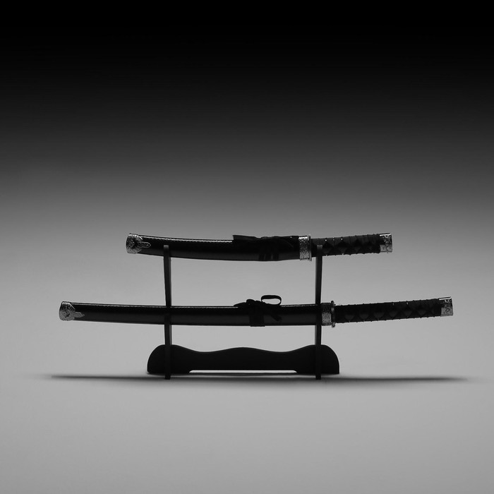 Сувенирное оружие «Катаны на подставке», коричневые ножны под змеиную кожу