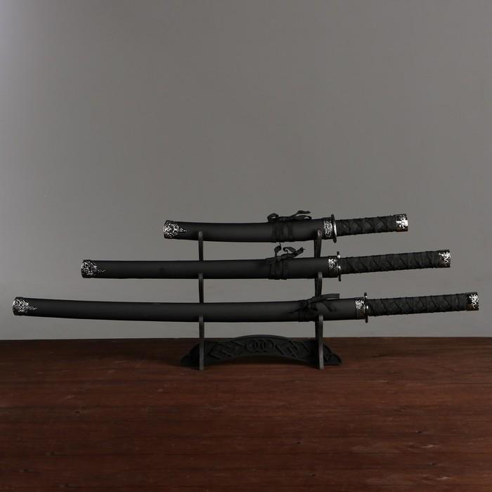 Сувенирное оружие «Катаны на подставке», чёрные ножны под змеиную кожу