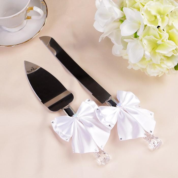 Набор столовых приборов для свадебного торта «Нож и лопатка« с белыми бантами