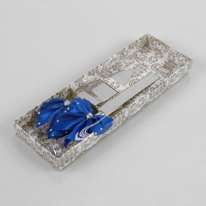 Набор столовых приборов для свадебного торта «Нож и лопатка» с синими бантами
