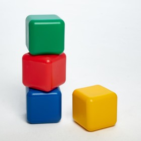 A set of colored cubes, 4 pieces of 12 × 12 cm