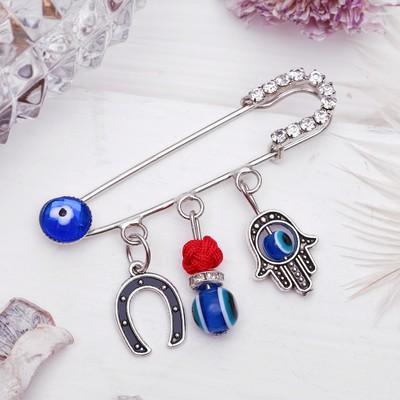 """Булавка-оберег 3 подвески """"Рука Хамса с подковой"""", 5,5 см, цвет синий в серебре"""