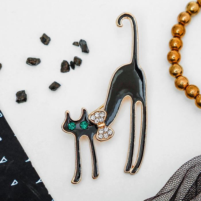 """Брошь """"Кошка грациозная с бантиком"""", цвет чёрный в золоте"""