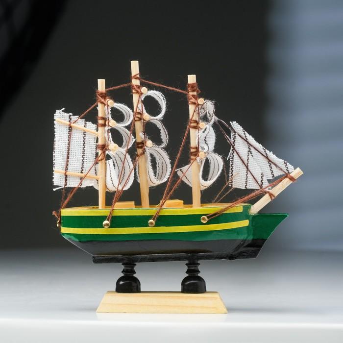 Корабль сувенирный малый «Трёхмачтовый», борта синие с жёлтой полосой, паруса белые, 3 × 10 × 10 см