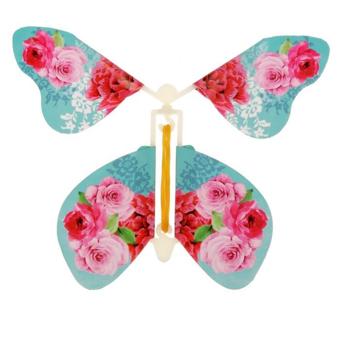 Открытка с летающей бабочкой внутри, днем рождения