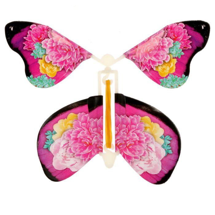 Открытка с летающей бабочкой внутри