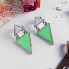 """Серьги эмаль """"Треугольник"""" стиль, цвет бело-мятный в серебре"""